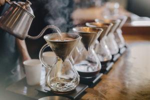 Filterkaffee Zubereitung mit heissem Wasser
